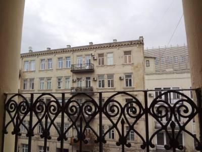 Bakı şəhəri, Səbail rayonunda, 3 otaqlı köhnə tikili satılır (Elan: 113713)