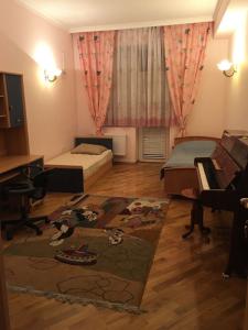 Bakı şəhəri, Yasamal rayonunda, 3 otaqlı yeni tikili kirayə verilir (Elan: 106457)