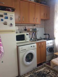 Bakı şəhəri, Binəqədi rayonunda, 2 otaqlı köhnə tikili satılır (Elan: 107999)