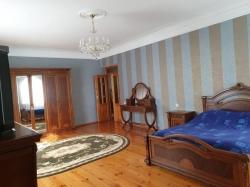 Bakı şəhəri, Binəqədi rayonu, 8-ci mikrorayon qəsəbəsində, 6 otaqlı ev / villa satılır (Elan: 189870)