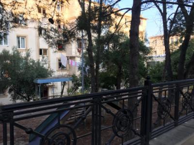 Bakı şəhəri, Yasamal rayonunda, 2 otaqlı köhnə tikili satılır (Elan: 106185)