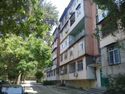 Bakı şəhəri, Nəsimi rayonu, 4-cü mikrorayon qəsəbəsində, 1 otaqlı köhnə tikili satılır (Elan: 107077)