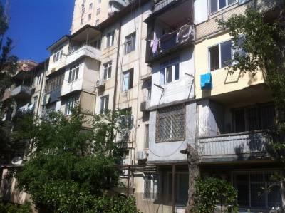 Bakı şəhəri, Nəsimi rayonu, 2-ci mikrorayon qəsəbəsində, 2 otaqlı köhnə tikili satılır (Elan: 167570)