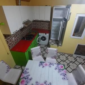Bakı şəhəri, Binəqədi rayonu, 9-cu mikrorayon qəsəbəsində, 3 otaqlı ev / villa kirayə verilir (Elan: 160811)