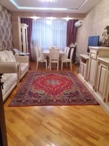 Bakı şəhəri, Binəqədi rayonu, 8-ci mikrorayon qəsəbəsində, 3 otaqlı köhnə tikili satılır (Elan: 172093)