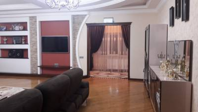 Bakı şəhəri, Səbail rayonu, Badamdar qəsəbəsində, 8 otaqlı ev / villa satılır (Elan: 115021)