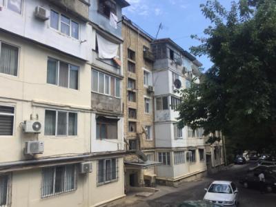 Bakı şəhəri, Yasamal rayonunda, 2 otaqlı köhnə tikili satılır (Elan: 107841)