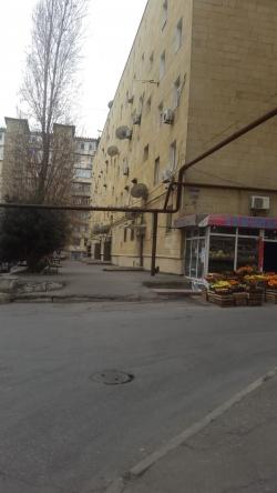 Bakı şəhəri, Binəqədi rayonu, 9-cu mikrorayon qəsəbəsində, 3 otaqlı köhnə tikili satılır (Elan: 202131)