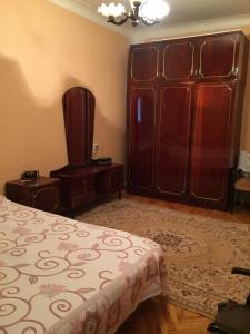 Bakı şəhəri, Yasamal rayonunda, 5 otaqlı köhnə tikili satılır (Elan: 106893)