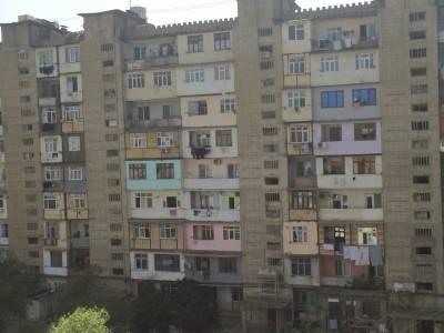 Bakı şəhəri, Binəqədi rayonu, 9-cu mikrorayon qəsəbəsində, 2 otaqlı köhnə tikili satılır (Elan: 167483)