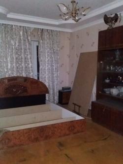 Bakı şəhəri, Yasamal rayonu, Yeni Yasamal qəsəbəsində, 4 otaqlı köhnə tikili satılır (Elan: 202098)