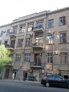 Bakı şəhəri, Səbail rayonunda, 3 otaqlı köhnə tikili kirayə verilir (Elan: 109522)