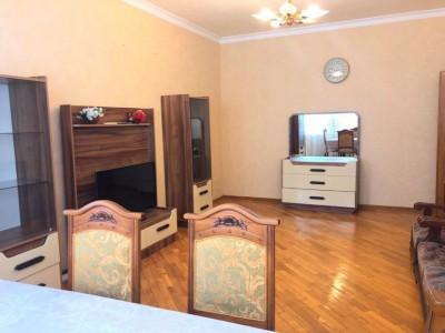 Bakı şəhəri, Nərimanov rayonunda, 3 otaqlı yeni tikili kirayə verilir (Elan: 109657)
