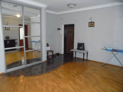 Bakı şəhəri, Yasamal rayonunda, 3 otaqlı yeni tikili kirayə verilir (Elan: 160281)