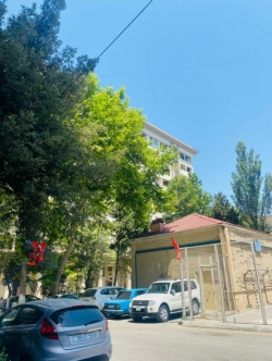 Bakı şəhəri, Səbail rayonunda, 3 otaqlı köhnə tikili satılır (Elan: 202090)