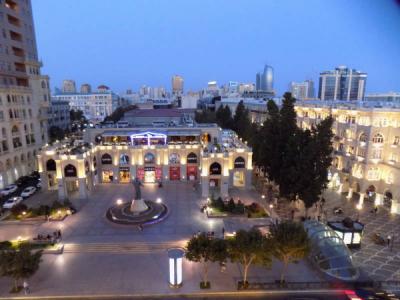 Bakı şəhəri, Səbail rayonunda, 2 otaqlı köhnə tikili kirayə verilir (Elan: 106626)