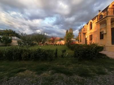 Qəbələ şəhərində, 12 otaqlı ev / villa satılır (Elan: 170818)
