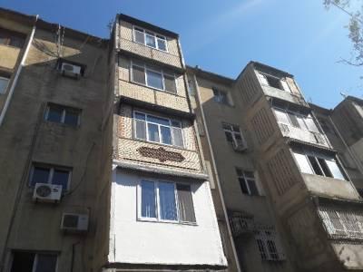 Bakı şəhəri, Nizami rayonu, 8-ci kilometr qəsəbəsində, 4 otaqlı köhnə tikili satılır (Elan: 172456)