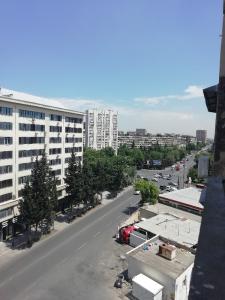 Bakı şəhəri, Binəqədi rayonu, 8-ci mikrorayon qəsəbəsində, 4 otaqlı yeni tikili satılır (Elan: 106722)