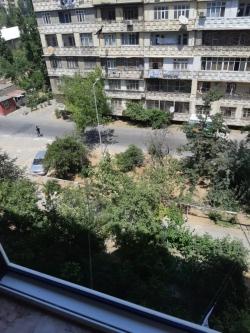 Bakı şəhəri, Nizami rayonu, 8-ci kilometr qəsəbəsində, 4 otaqlı köhnə tikili satılır (Elan: 189740)