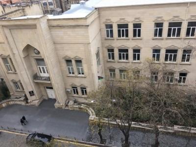 Bakı şəhəri, Səbail rayonunda, 3 otaqlı köhnə tikili kirayə verilir (Elan: 108905)