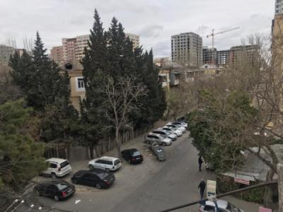 Bakı şəhəri, Nəsimi rayonunda, 2 otaqlı köhnə tikili satılır (Elan: 107379)