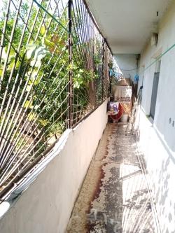 Bakı şəhəri, Nizami rayonu, 8-ci kilometr qəsəbəsində, 4 otaqlı köhnə tikili satılır (Elan: 202148)