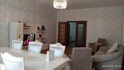 Bakı şəhəri, Nərimanov rayonunda, 4 otaqlı yeni tikili kirayə verilir (Elan: 107003)