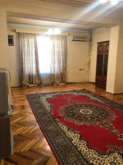 Bakı şəhəri, Nərimanov rayonunda, 3 otaqlı köhnə tikili kirayə verilir (Elan: 180651)